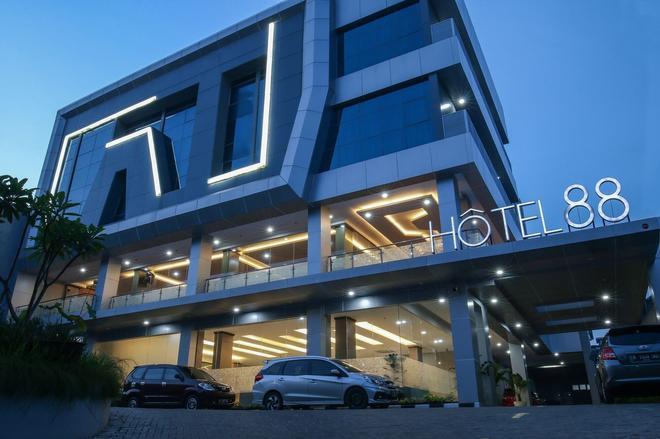 Hotel 88 Tendean Jakarta - Jakarta - Building
