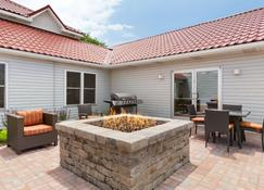 Country Inn & Suites by Radisson, Holland, MI - Holland - Patio