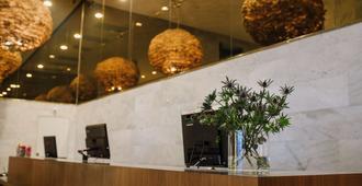 Best Western Plus Sthlm Bromma - Stockholm - Front desk