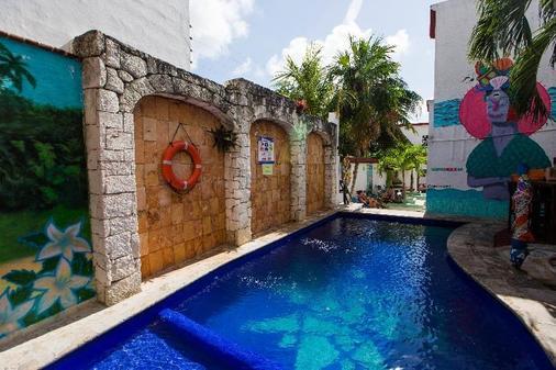 Mezcal Hostel - Cancún - Bể bơi