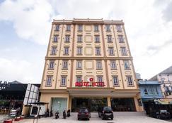Blitz Hotel Batam Centre - Batam - Building