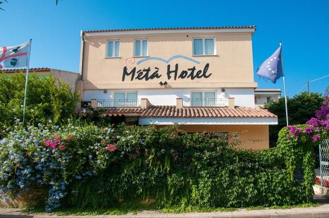 Meta Hotel - Santa Teresa Gallura - Building