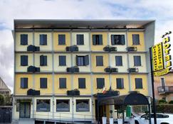 Hotel Ristorante Tre Leoni - Somma Lombardo - Building