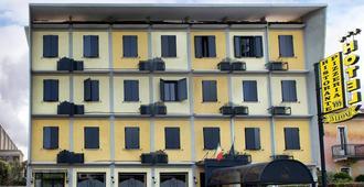 Hotel Ristorante Tre Leoni - Сомма-Ломбардо