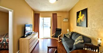 Riverside Motel - Penticton - Living room
