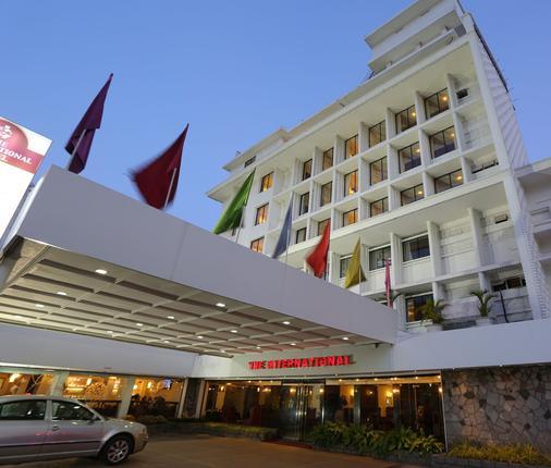 The International Hotel - Kochi - Building