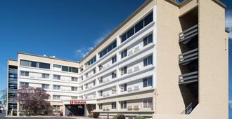 Ramada by Wyndham Downtown Spokane - Spokane - Building