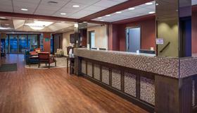 Ramada by Wyndham Downtown Spokane - Spokane - Receptionist
