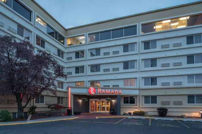 Ramada by Wyndham Downtown Spokane - Spokane - Building