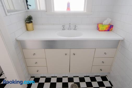 The Newcastle Hotel - Newcastle - Bathroom