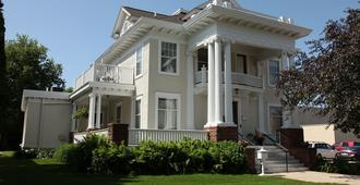 The Decker House Bed & Breakfast - Mason City