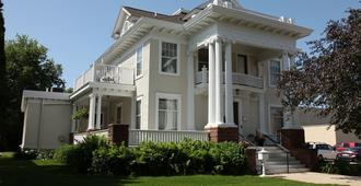 The Decker House Bed & Breakfast - Mason City