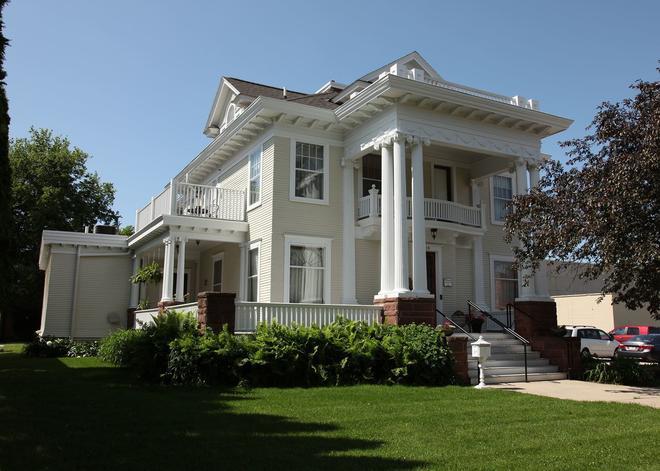The Decker House Bed & Breakfast - Mason City - Edificio