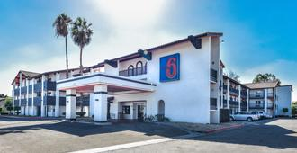 Motel 6 Ontario, Ca - Convention Center - Airport - אונטריו