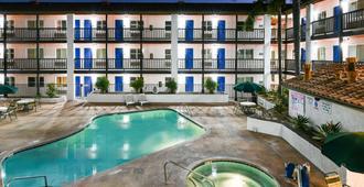 Motel 6 Ontario, Ca - Convention Center - Airport - Ontario - Pool
