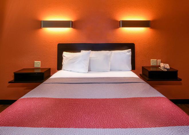 Motel 6 Ontario Convention Center- Airport - Ontario - Bedroom