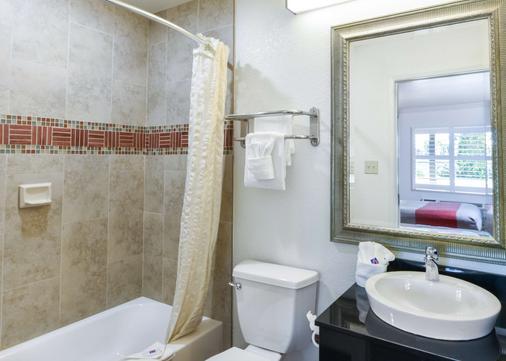 Motel 6 Ontario Convention Center- Airport - Ontario - Bathroom