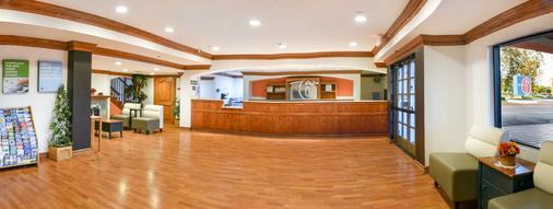 Motel 6 Ontario Convention Center- Airport - Ontario - Front desk