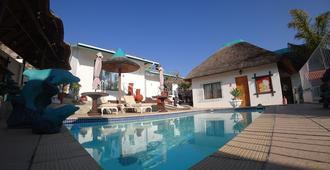 Blue Diamond Lodge - Springbok - Piscina