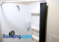 Urbanz - Hostel - Christchurch - Bathroom