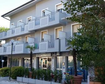 Hotel Ancora - Cesenatico - Building