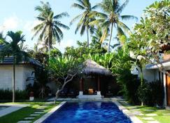 Villa Bau Nyale - Bumbang - Pool