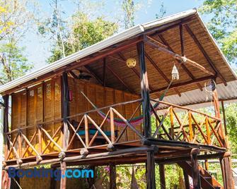 Playa Grande Surf Camp - Playa Grande - Building