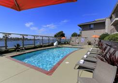 Executive Inn & Suites Embarcadero Cove - Oakland Waterfront - Oakland - Pool