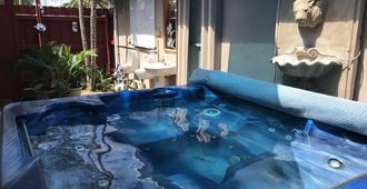 Inn Leather Guest House - Male Only Lgbt - Fort Lauderdale - Piscina