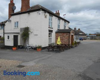 Fox And Hounds Country Inn - Gainsborough - Gebäude