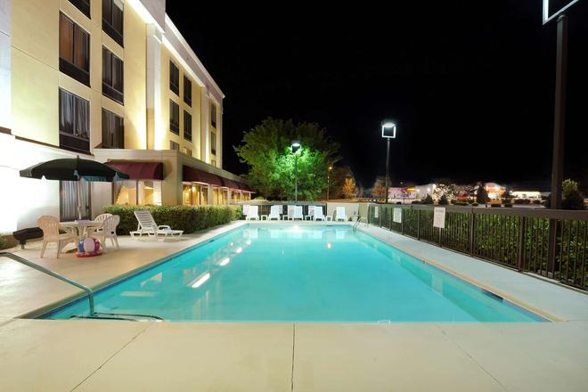 Hampton Inn Spartanburg/North I-85 - Spartanburg - Pool