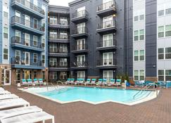 Stay Alfred on Music Factory Boulevard - Charlotte - Piscina