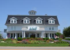 The Break - Narragansett - Building
