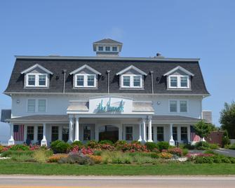 The Break Hotel - Narragansett - Building