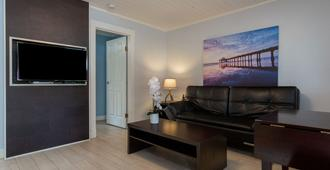 Riverside Resort Motel and Campground - Qualicum Beach - Living room