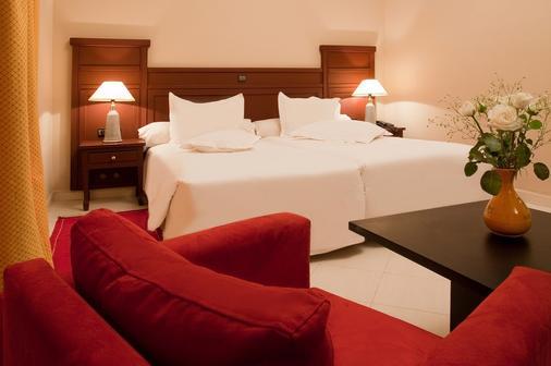 肯茲安格豪酒店 - 歐瓦爾札札特 - 瓦爾扎扎特 - 臥室