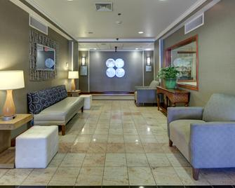 Holiday Inn Express Hotel & Suites Emporia, An IHG Hotel - Emporia - Lobby