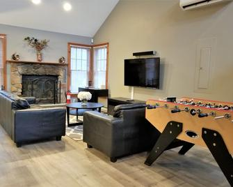 Poconos Vacation Home For Families - Tannersville
