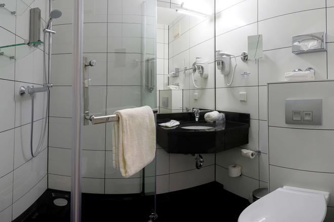 Best Western Hotel Schmoeker-Hof - Norderstedt - Bathroom
