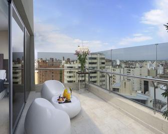 Howard Johnson Hotel & Suites La Cañada Cordoba - Córdoba - Balcón