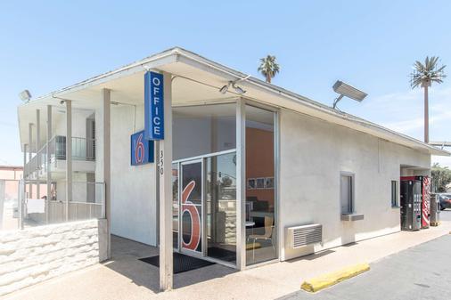 Motel 6 Bakersfield Ca - Μπέικερσφιλντ - Κτίριο