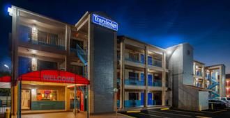 Travelodge by Wyndham Houston Hobby Airport - Houston - Building