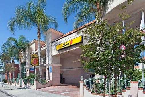 Super 8 by Wyndham North Hollywood - Los Angeles - Toà nhà