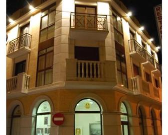 Pensión Encarna Vargas - La Unión - Building