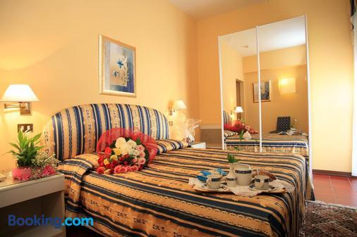 Hotel Nuovo Savi - Montecatini Terme - Bedroom