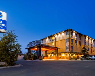 Best Western Golden Prairie Inn & Suites - Sidney - Building