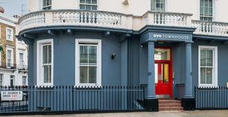 Oyo Townhouse New England Victoria - London - Building