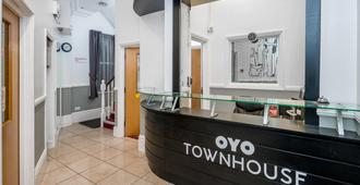 Oyo Townhouse New England Victoria - London - Front desk