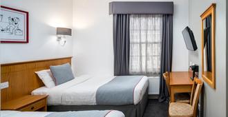 Oyo Townhouse New England Victoria - London - Bedroom
