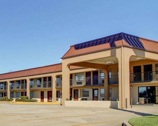 Econo Lodge - Vicksburg - Building
